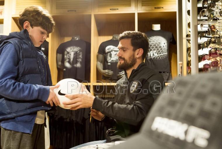 Ο Τζιόλης στο PAOK FC City Store-1926 [εικόνες]